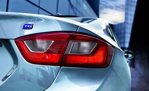 Automotive tail & brake light, Automotive design, Automotive lighting, Light, Luxury vehicle, Personal luxury car, Full-size car, Sedan, Trunk, Grey,