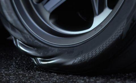 Automotive design, Automotive tire, Alloy wheel, Automotive exterior, Rim, Automotive wheel system, Synthetic rubber, Hubcap, Tread, Carbon,
