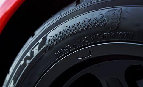 Automotive tire, Synthetic rubber, Automotive wheel system, Rim, Fender, Tread, Carbon, Black, Close-up, Alloy wheel,