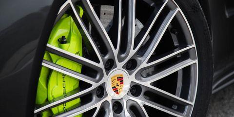 Wheel, Alloy wheel, Automotive design, Automotive tire, Spoke, Automotive wheel system, Rim, Automotive exterior, Auto part, Synthetic rubber,