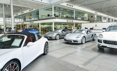 Land vehicle, Vehicle, Car, Automotive design, Car dealership, Luxury vehicle, Sports car, Supercar, Wheel, Porsche 911,