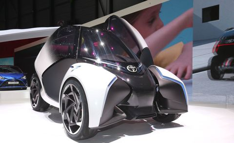 Motor vehicle, Tire, Wheel, Mode of transport, Automotive design, Automotive tire, Automotive exterior, Vehicle, Automotive wheel system, Land vehicle,