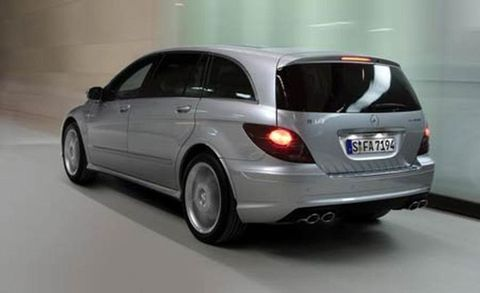Motor vehicle, Tire, Mode of transport, Automotive tire, Automotive mirror, Automotive design, Vehicle, Vehicle registration plate, Transport, Glass,