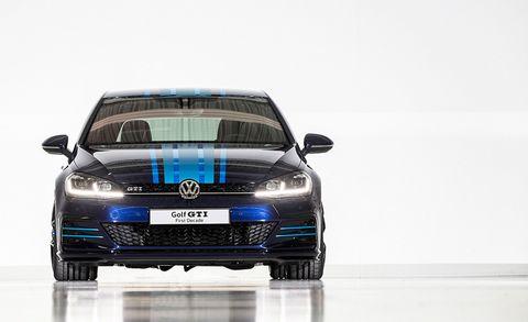 Land vehicle, Vehicle, Car, Volkswagen, Automotive design, Family car, Grille, Bumper, Luxury vehicle, Compact car,