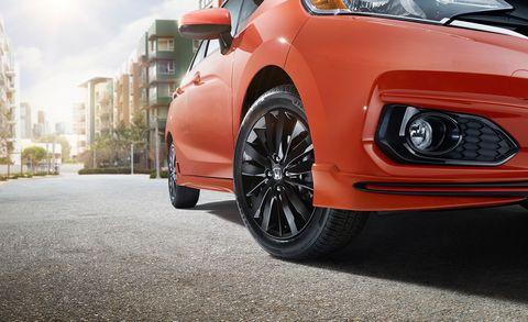 Land vehicle, Vehicle, Car, Alloy wheel, Wheel, Rim, Automotive tire, Tire, Automotive wheel system, City car,