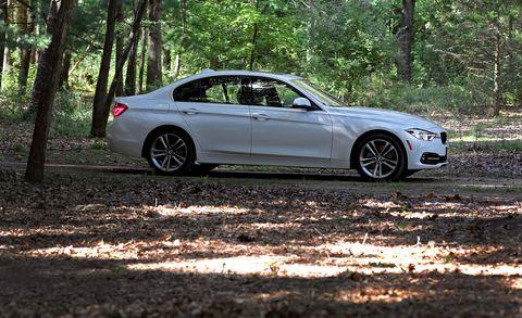 Land vehicle, Vehicle, Car, Rim, Alloy wheel, Luxury vehicle, Wheel, Personal luxury car, Bmw, Executive car,