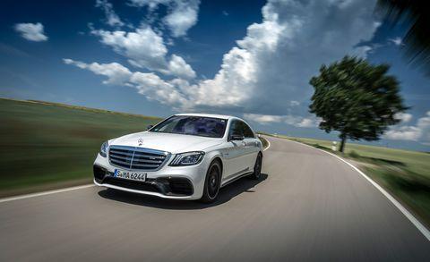Automotive design, Road, Vehicle, Cloud, Grille, Automotive lighting, Car, Alloy wheel, Rim, Automotive parking light,