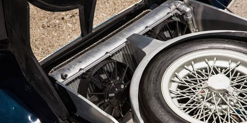 Land vehicle, Vehicle, Tire, Alloy wheel, Spoke, Motor vehicle, Automotive tire, Wheel, Rim, Car,