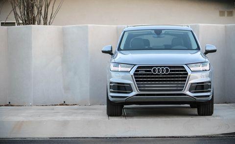 Land vehicle, Vehicle, Car, Audi, Bumper, Automotive design, Motor vehicle, Sport utility vehicle, Product, Grille,