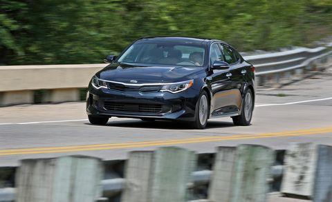 Land vehicle, Vehicle, Car, Mid-size car, Full-size car, Sedan, Executive car, Family car, Automotive design, Compact car,