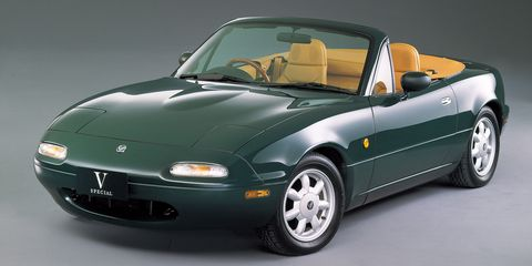 Land vehicle, Vehicle, Car, Alloy wheel, Automotive design, Hood, Convertible, Sports car, Performance car, Wheel,