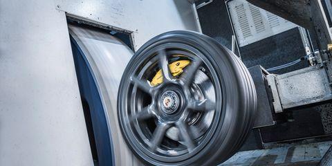 Motor vehicle, Automotive design, Automotive exterior, Alloy wheel, Automotive tire, Rim, Automotive wheel system, Fender, Auto part, Hubcap,