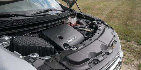 Land vehicle, Vehicle, Car, Hood, Engine, Auto part, Sport utility vehicle, Grille, Range rover, Volkswagen,