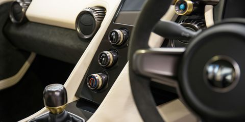 Land vehicle, Vehicle, Steering wheel, Car, Center console, Steering part, Gear shift, Supercar, Plant, Sports car,
