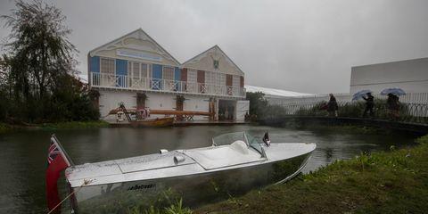 Water transportation, Atmospheric phenomenon, Waterway, Vehicle, Boat, House, Skiff, Home, Canal, Bank,