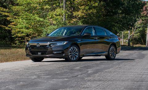 Land vehicle, Vehicle, Car, Mid-size car, Full-size car, Sedan, Luxury vehicle, Personal luxury car, Rim, Family car,