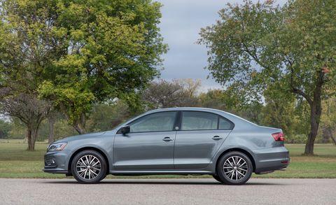 Land vehicle, Vehicle, Car, Mid-size car, Full-size car, Alloy wheel, Motor vehicle, Volkswagen, Volkswagen jetta, Sedan,