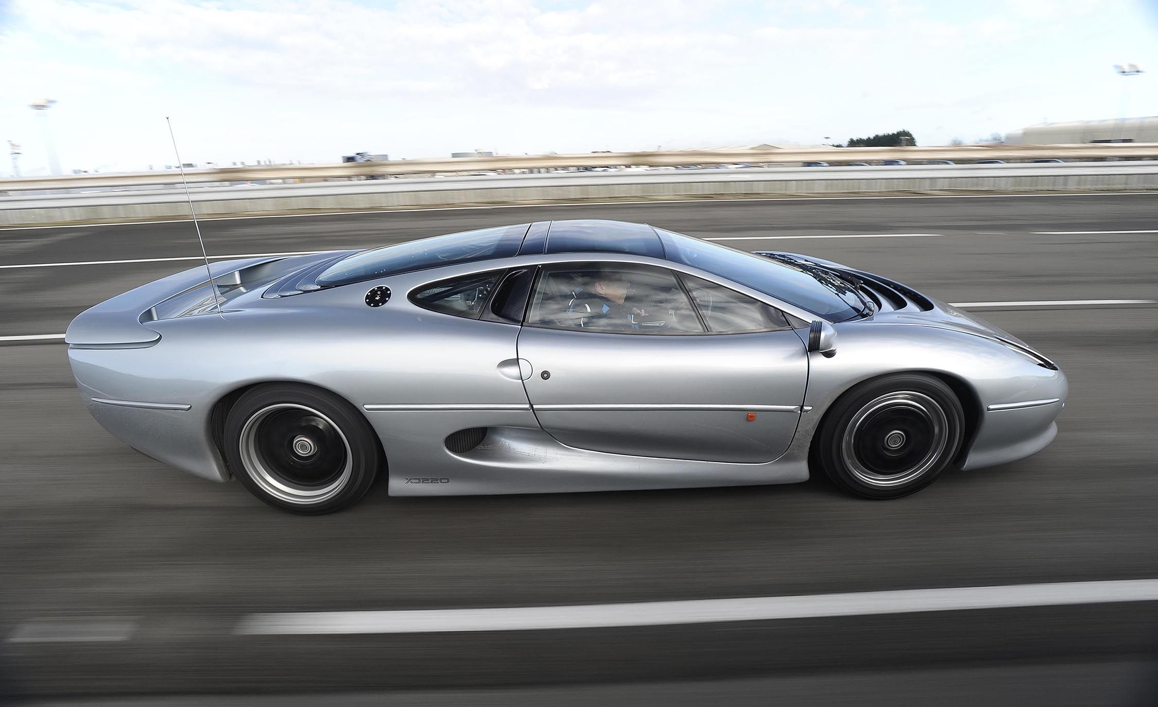 Flawed But Awesome Jaguar S Xj220 Supercar Is 25 Years Old