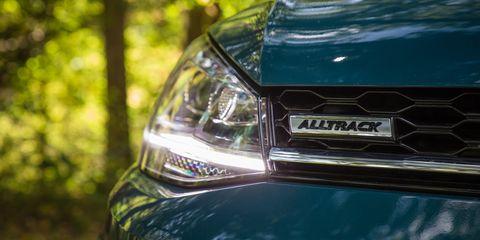 Land vehicle, Vehicle, Car, Headlamp, Automotive lighting, Light, Automotive design, Automotive exterior, Auto part, Family car,