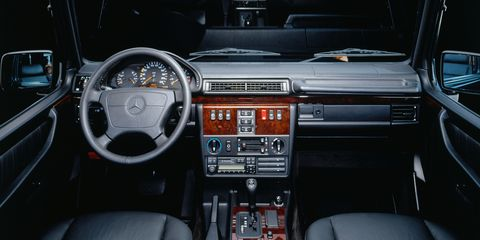 Motor vehicle, Steering part, Mode of transport, Steering wheel, Brown, Automotive design, Vehicle, Center console, Vehicle audio, Car,