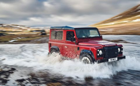 Land vehicle, Car, Vehicle, Off-road vehicle, Off-roading, Land rover defender, Automotive tire, Hardtop, Sport utility vehicle, Snow,