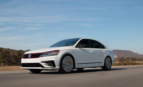 Land vehicle, Vehicle, Car, Mid-size car, Automotive design, Volkswagen, Sedan, Sky, Volkswagen passat, Full-size car,