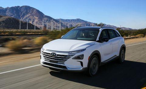 Land vehicle, Vehicle, Car, Mid-size car, Sport utility vehicle, Sky, Automotive design, Technology, Compact sport utility vehicle, Crossover suv,