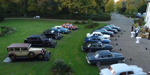 Land vehicle, Vehicle, Car, Automotive parking light, Classic car, Fender, Antique car, Hood, Parking, Classic,