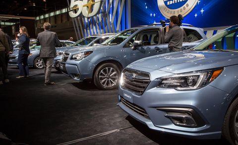 Land vehicle, Vehicle, Car, Auto show, Mid-size car, Automotive design, Headlamp, Sport utility vehicle, Crossover suv, Car dealership,