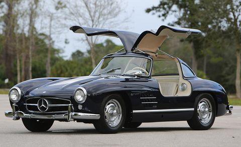 Land vehicle, Vehicle, Car, Classic car, Mercedes-benz 300sl, Coupé, Sports car, Mercedes-benz, Automotive design, Sedan,