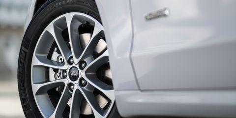 Land vehicle, Alloy wheel, Vehicle, Car, Wheel, Rim, Spoke, Tire, Auto part, Automotive wheel system,