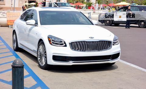Land vehicle, Vehicle, Car, Motor vehicle, Luxury vehicle, Automotive design, Personal luxury car, Mid-size car, Performance car, Grille,