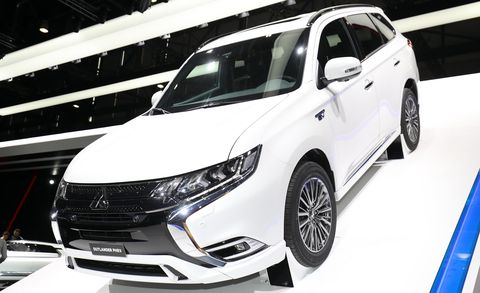 Land vehicle, Vehicle, Car, Auto show, Automotive tire, Alloy wheel, Sport utility vehicle, Rim, Mitsubishi, Mid-size car,