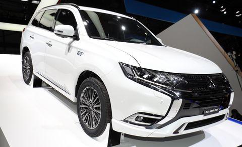 Land vehicle, Vehicle, Car, Auto show, Sport utility vehicle, Mitsubishi, Mid-size car, Automotive design, Mitsubishi outlander, Compact sport utility vehicle,