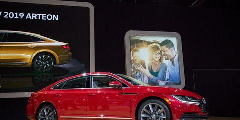 Land vehicle, Vehicle, Car, Auto show, Mid-size car, Automotive design, Executive car, Sedan, Luxury vehicle, Family car,
