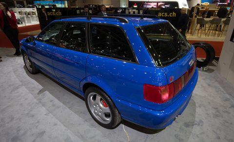 Land vehicle, Vehicle, Car, Audi, Audi rs 2 avant, Automotive design, Compact car, Automotive wheel system, Rim, Sedan,