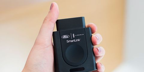 Camera accessory, Electronics, Cameras & optics, Product, Technology, Gadget, Electronic device, Hand, Lens cap, Finger,
