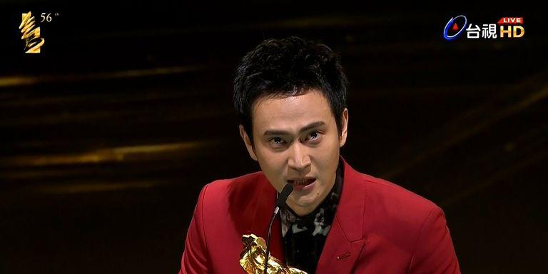 【2019金馬獎】《陽光普照》劉冠廷拿下最佳男配角!「能在這家庭長大真的很幸運」讓媽媽台下哭慘了