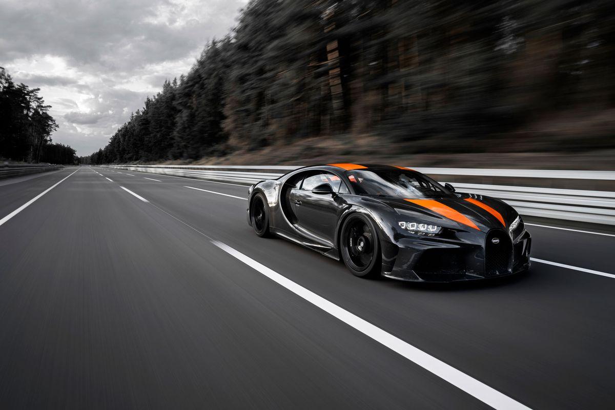 Bugatti Chiron Goes 304 MPH
