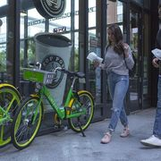 Dockless bike share allows riders to lock up wherever they want