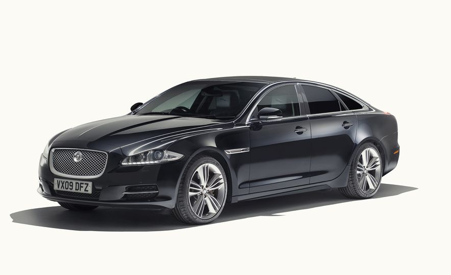 A Visual History of the Jaguar XJ's 50 Years of Elegance - Slide 11