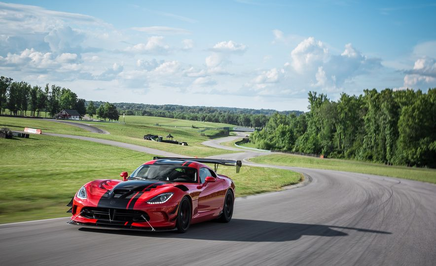 Snake, Recoiled: A Visual History of the Dodge Viper - Slide 21