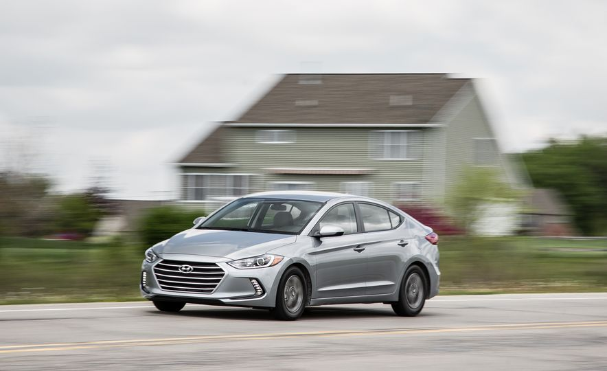 Want 40 MPG or More? These Nonhybrids Aced Our Fuel-Economy Test - Slide 10