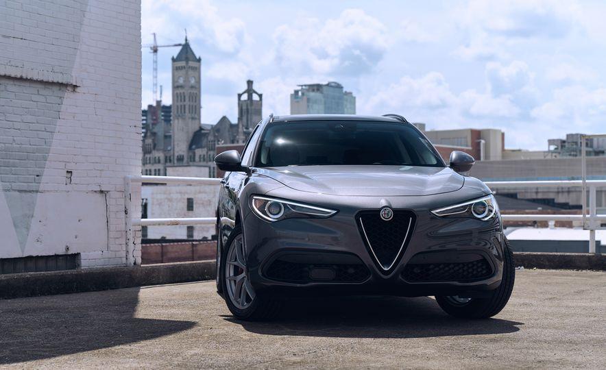 2018 Alfa Romeo Stelvio Sport - Slide 1