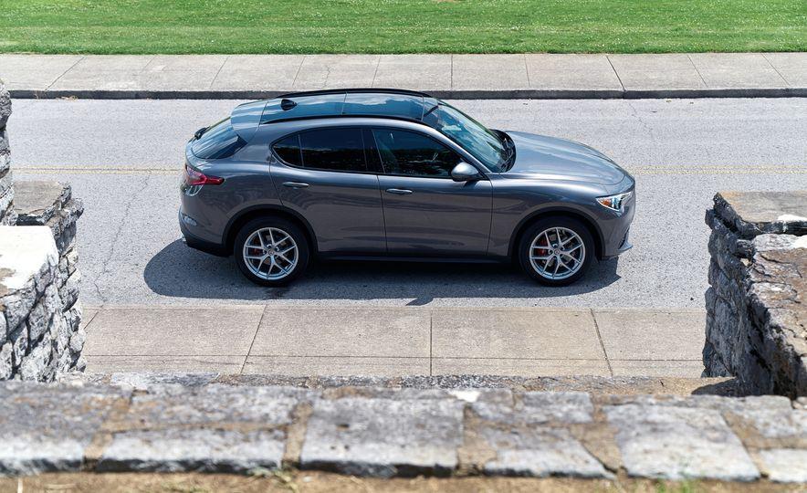 2018 Alfa Romeo Stelvio Sport - Slide 5