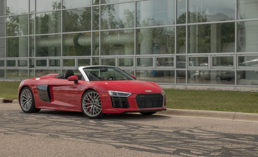 https://hips.hearstapps.com/hmg-prod/images/2018-audi-r8-05-placement-1534435060.jpg?crop=1xw:1xh;center,center&resize=900:*