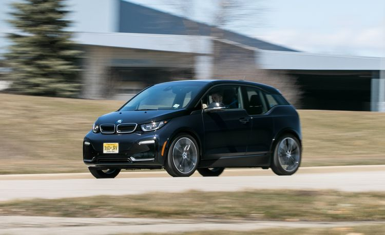 The 2018 BMW i3s Is a Slightly Sportier Take on the Roundel's Electrified Box
