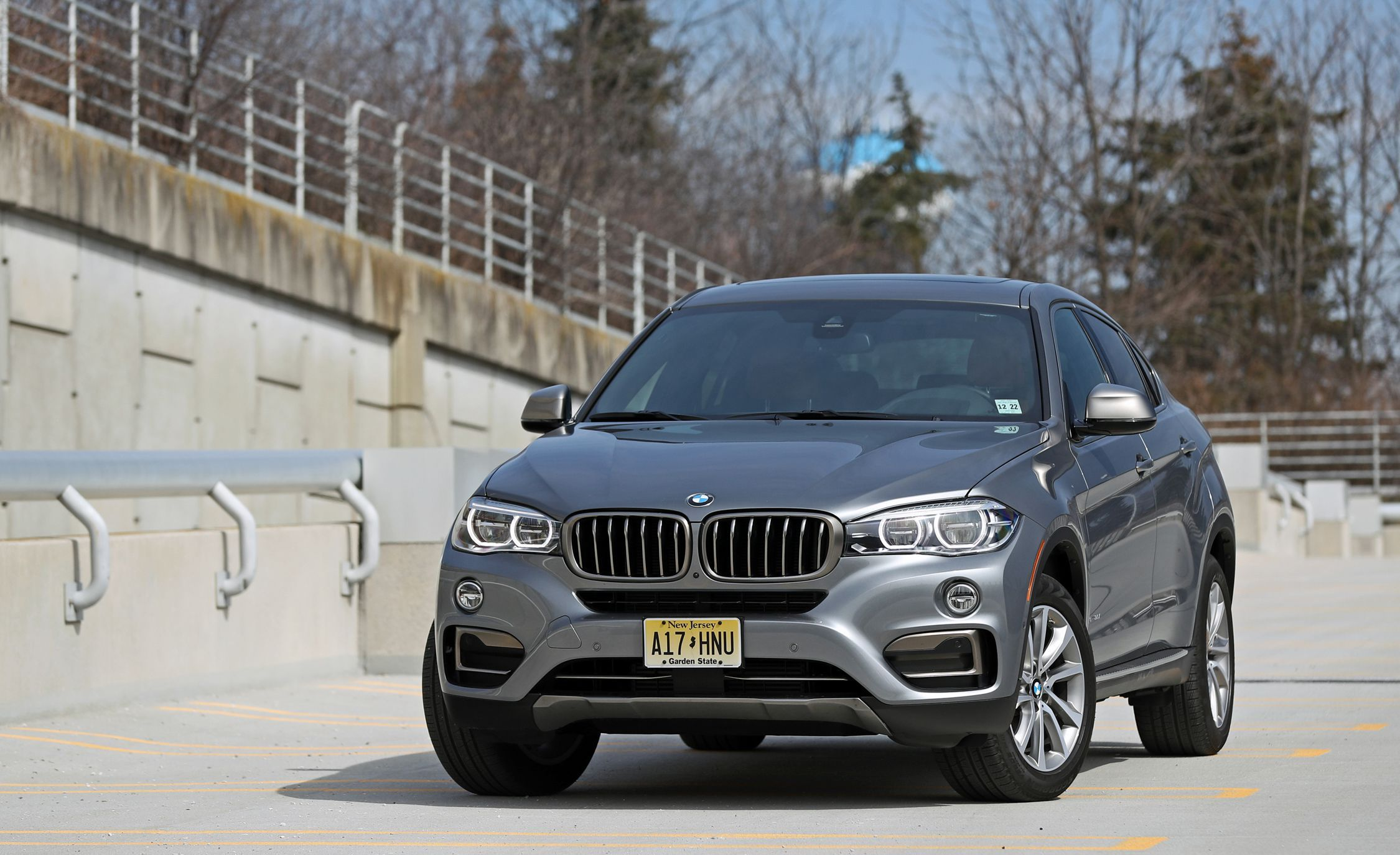 2019 Bmw X6 Reviews Bmw X6 Price Photos And Specs Car And Driver