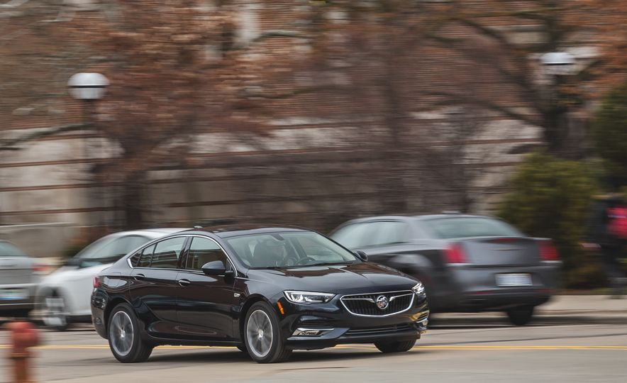 2018 Buick Regal Sportback FWD - Slide 3