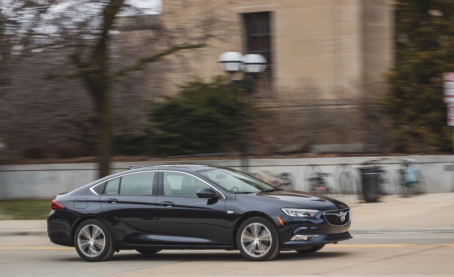 2018 Buick Regal Sportback FWD - Slide 5